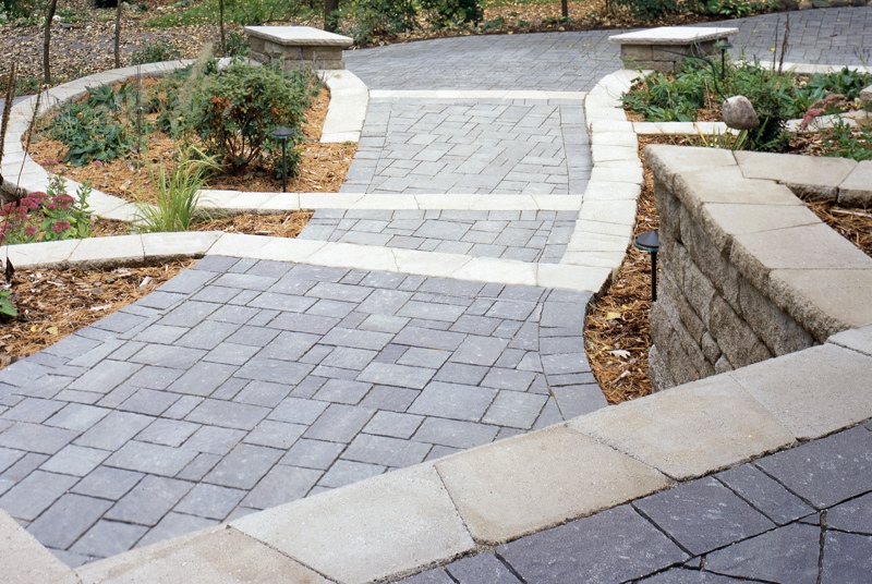 Belgard Steps Wall and Walkway-800