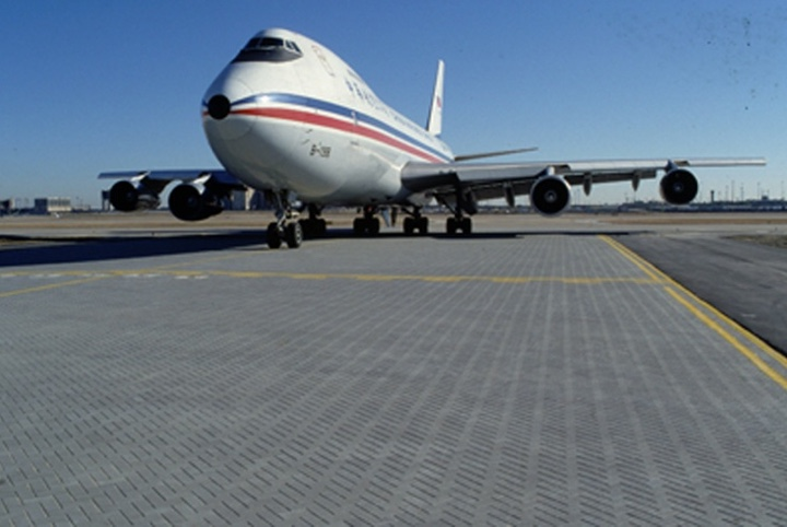 interlocking-pavers-airplane